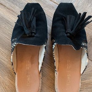 Toms woman's mules. Size 7.5
